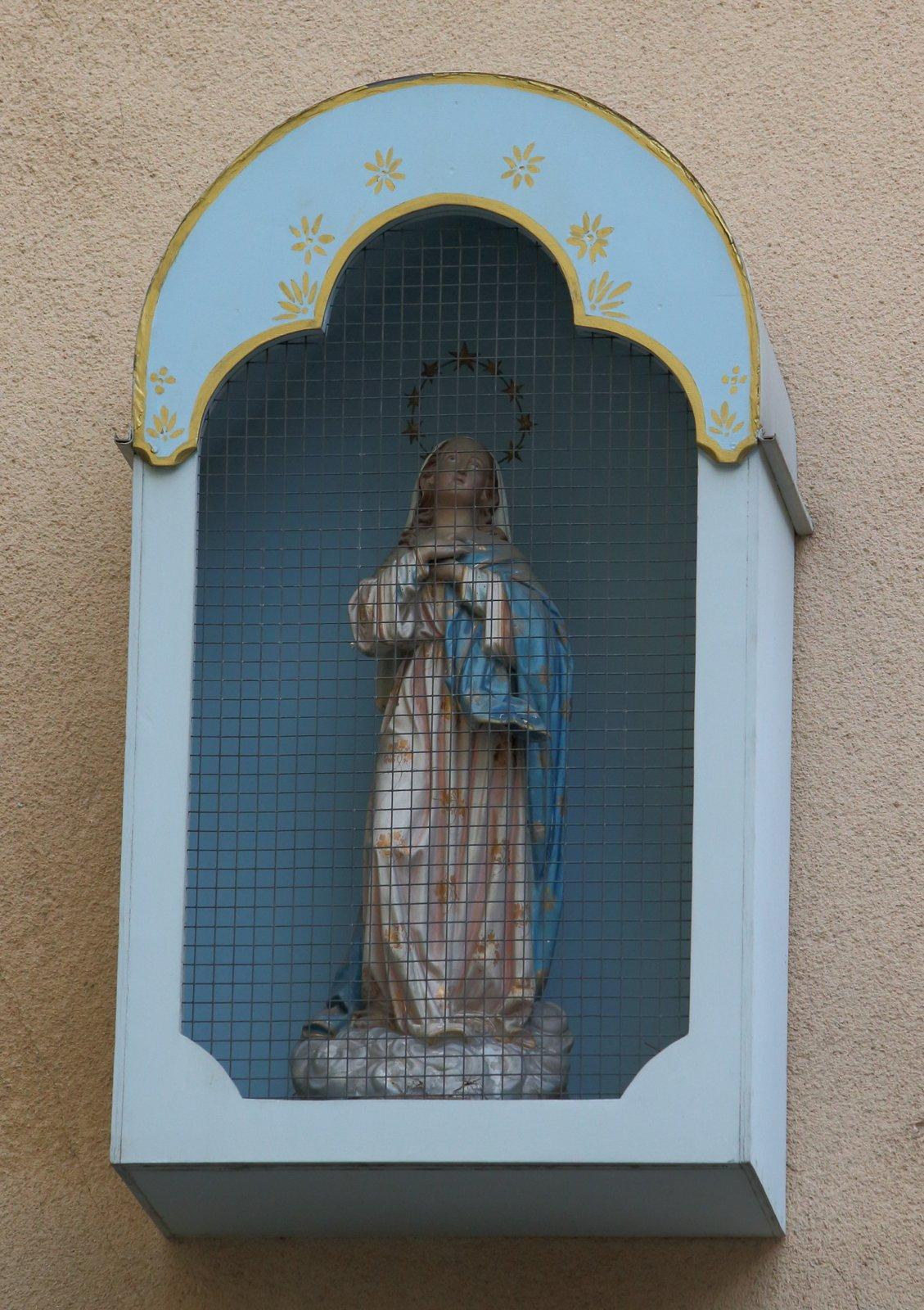 Vierge sous ciel étoilé